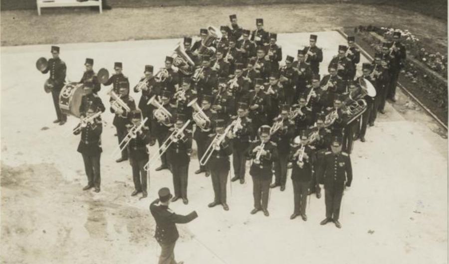Militaire trompetters maakten zomersmuziek