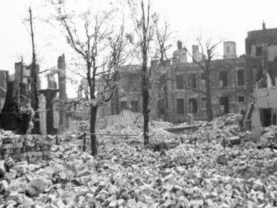 Mevrouw Braanker, woonde destijds in de Boele van Hensbroekstraat 38 en was 18 jaar ten tijde van het bombardement