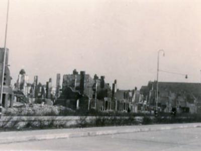 Mevrouw Boin-Scholtes, woonde destijds in de Van der Wijckstraat 9 en was 3 jaar ten tijde van het bombardement.