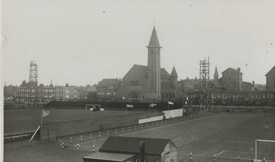 Voetbal, kerk en kantoren